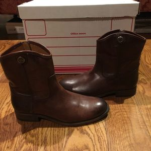 Frye women's ankle boots sz 7 brown new
